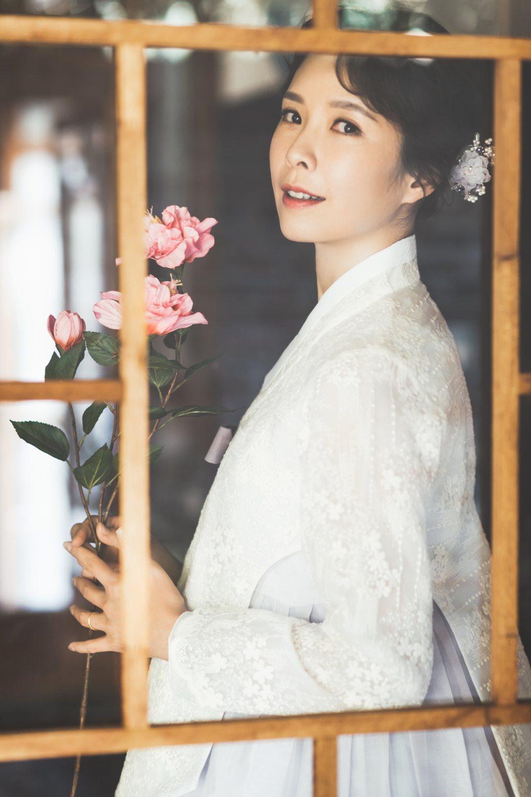 天心從抱定不婚到升格人妻,如今還拍起婚紗照,渾身散發幸福感。圖/福隆經紀公司提供