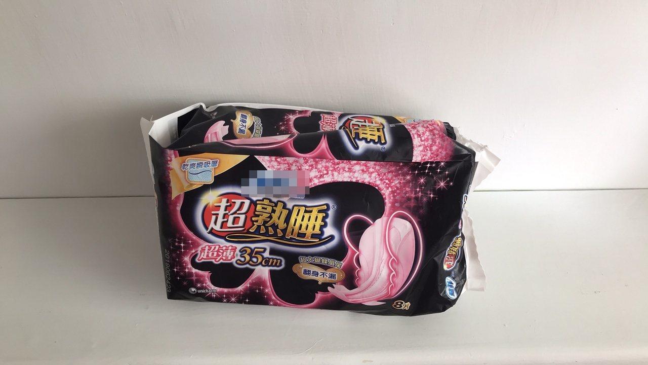 網友詢問衛生棉不能被看到的理由,引起網友熱議。記者王長鼎/攝影