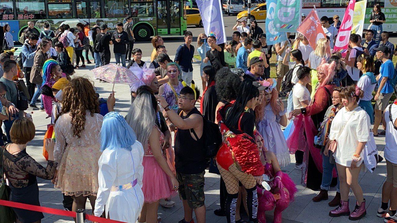 「2019台中同志遊行」今天下午在台中火車站舊站前廣場舉行,今年以「Me Too...