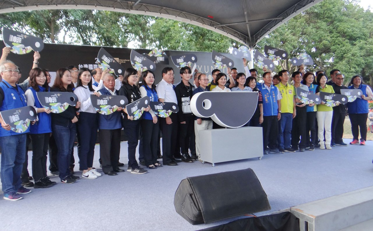 台灣國際咖啡節今天在雲林縣古坑鄉綠色墜道盛大登場,雲林縣長張麗善帶領開幕,歡迎大...