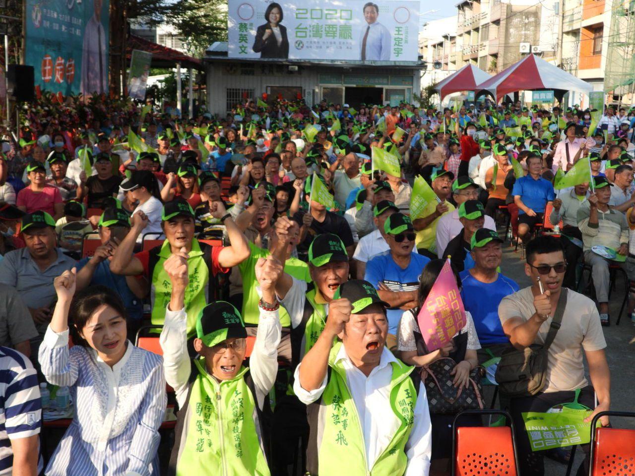 王定宇成立關廟競選總部,800名鄉親到場力挺。記者周宗禎/攝影