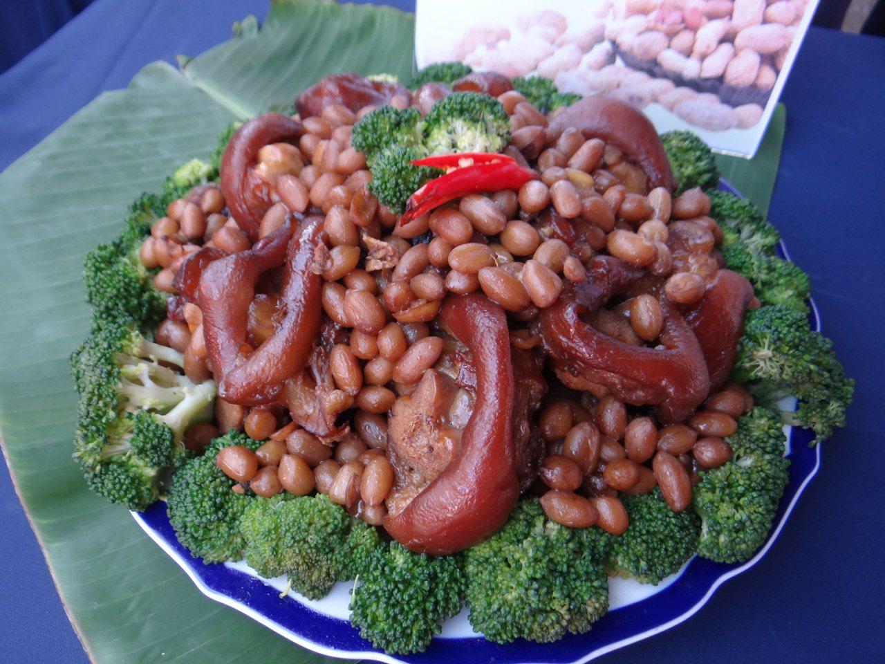 土豆大餐的花生豬腳風味絕佳。記者蔡維斌/攝影