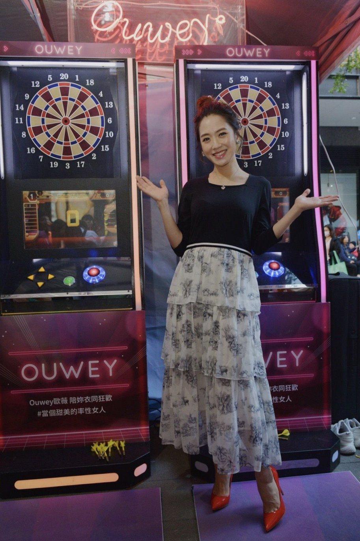楊千霈為服裝愛牌ILEY X OUWEY站台,同時分享網購經驗。圖/momo購物...