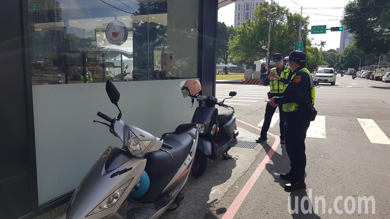 新竹市區不少劃設紅線禁止停車路段,常有機車停放紅線外的空間,遭警方依違停開單告發...