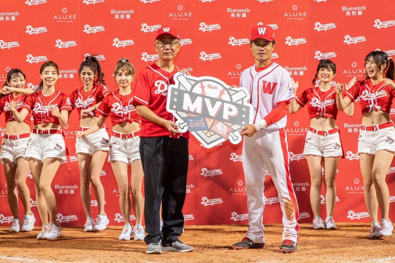 李凱威4打點獲單場MVP。圖/味全龍隊提供