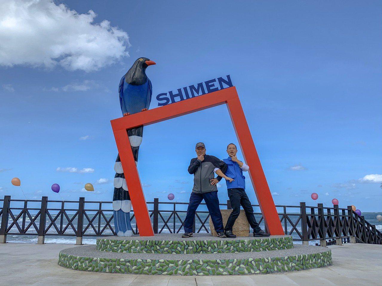 北海岸藍鵲觀海平台打卡新熱點,無敵海景加極北燈塔。圖/石門區公所提供