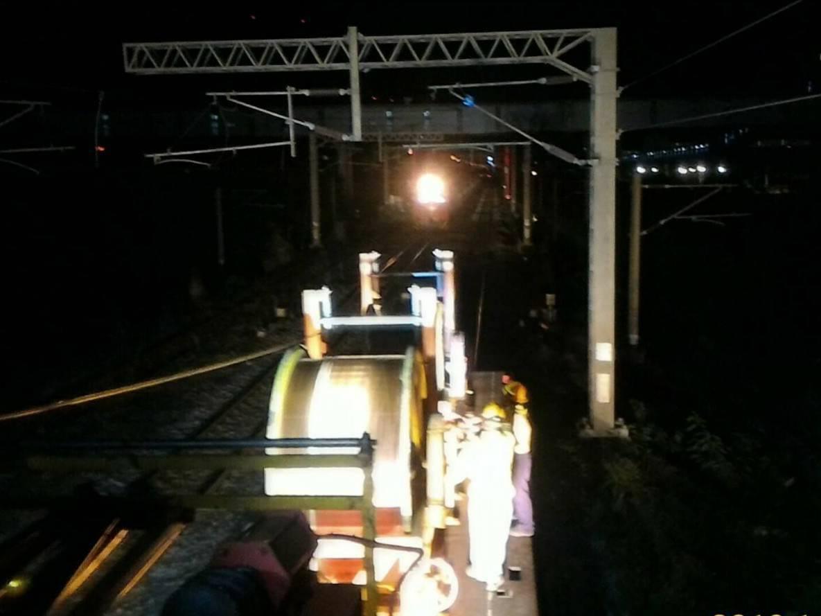 台鐵東部列車事故,持續搶修中。圖/台鐵提供