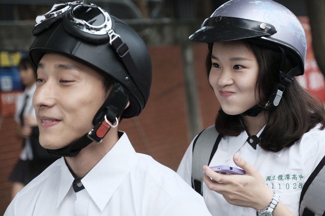 盧以恩(右)、唐綸在「糖糖Online」戲中飾演青梅竹馬。圖/公視提供