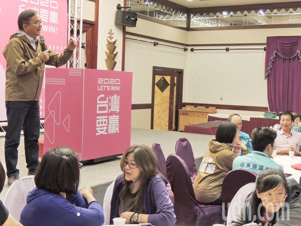 立委劉櫂豪呼籲台東民眾當小英的後盾,不但要讓小英連任,民進黨立委要過半,小英總統...