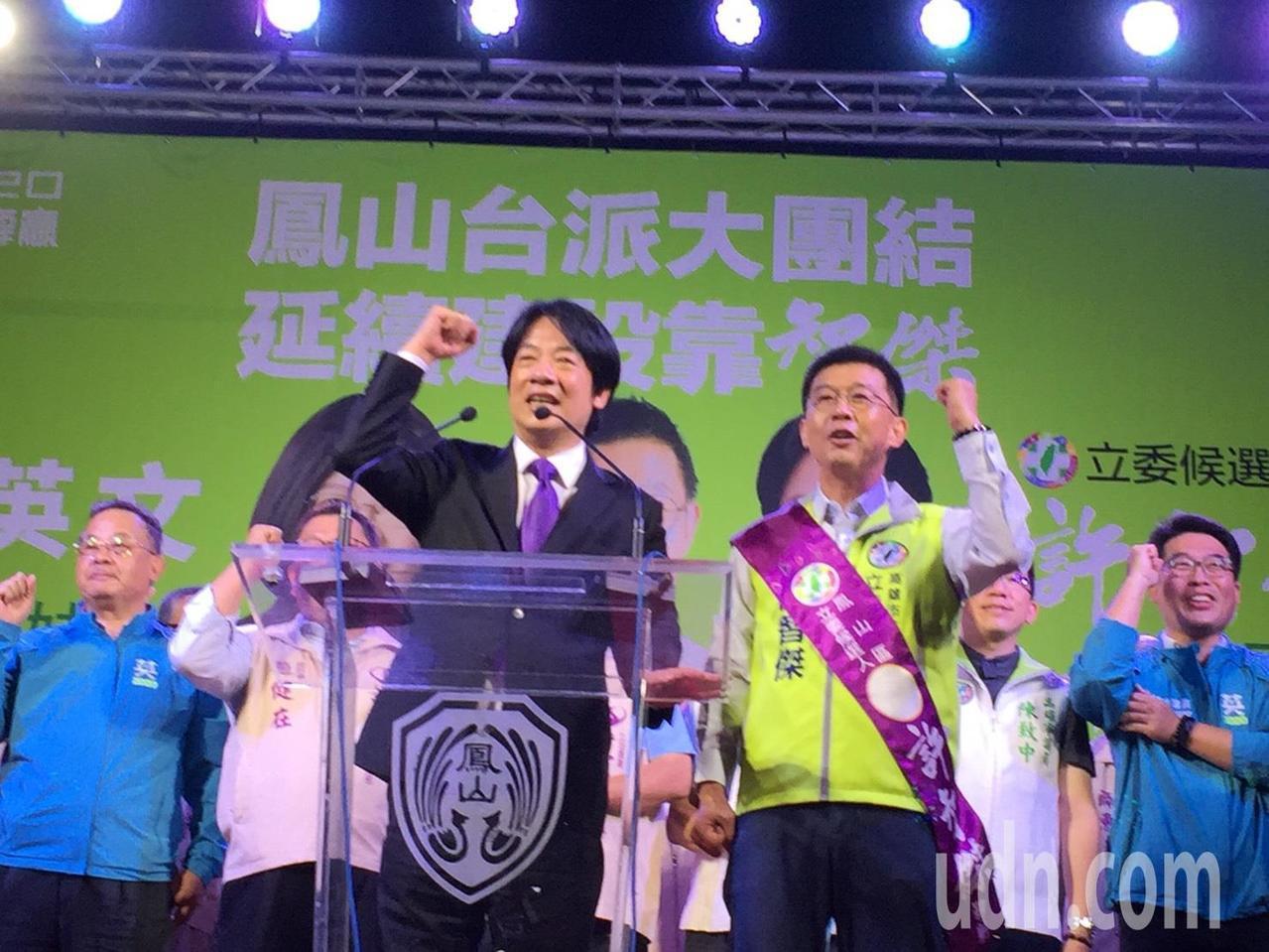 行政院前院長賴清德(前左)今晚為民進黨立委參選人許智傑(前右)站台。記者楊濡嘉/...