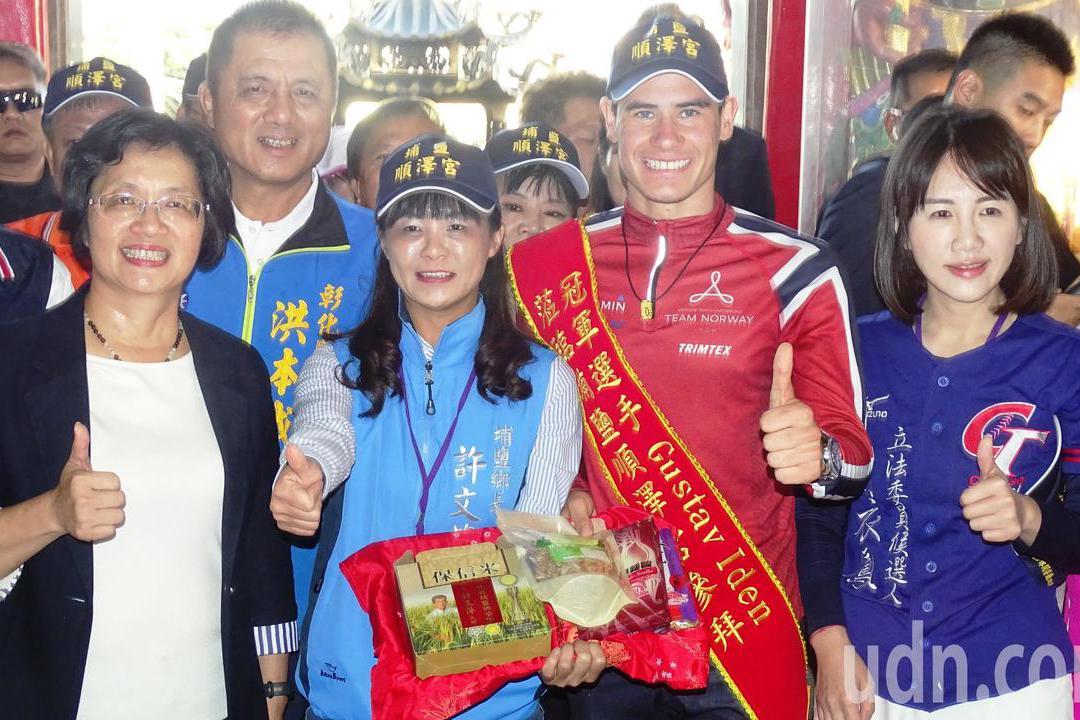 影/伊登戴著冠軍帽參訪順澤宮 明年東奧若奪冠他會來還願
