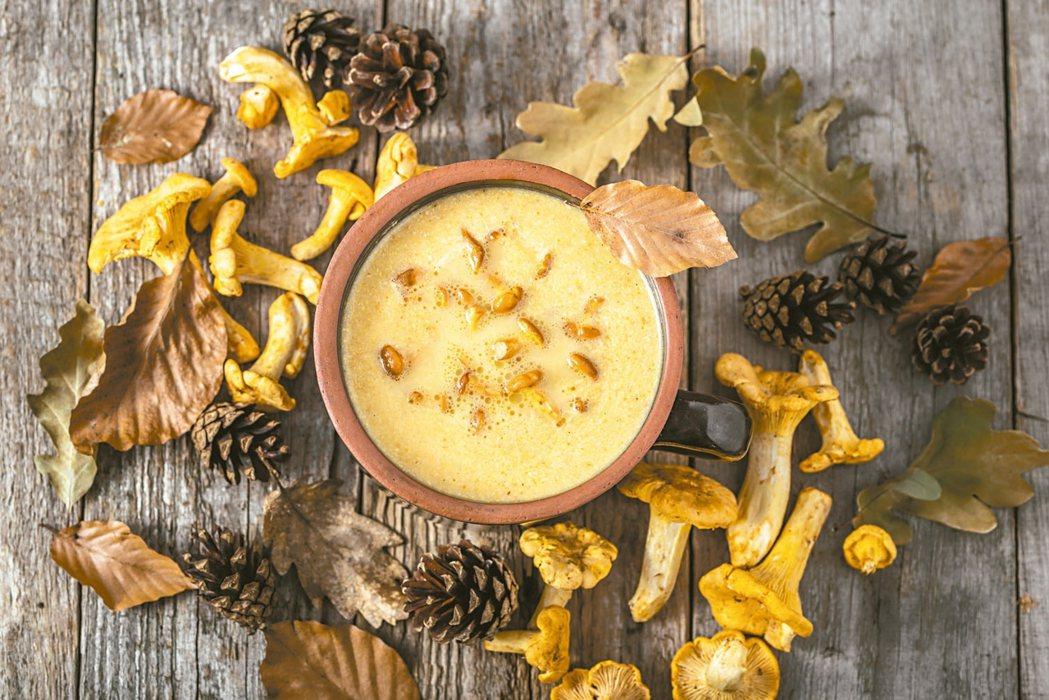 菇類熱量低,又因富含粗纖維,可提供飽足感,也有助排便順暢,因此經常出現在料理中,...