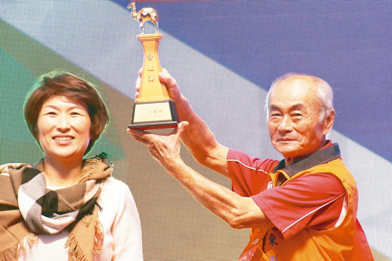 台東志工送暖30年、14年 獲金駝獎