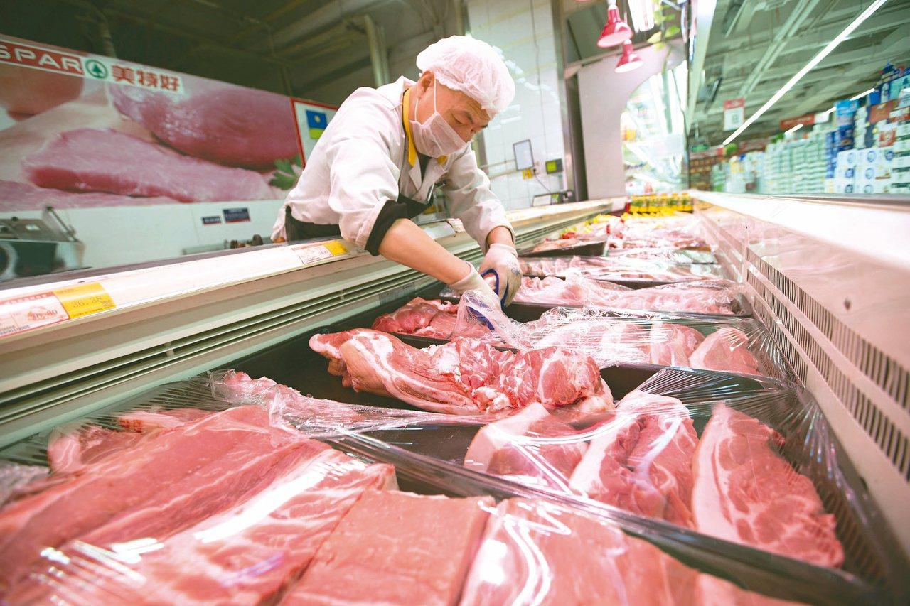 中國大陸國家統計局公布消費者物價指數,豬肉價格比去年上漲一倍。 (中新社)
