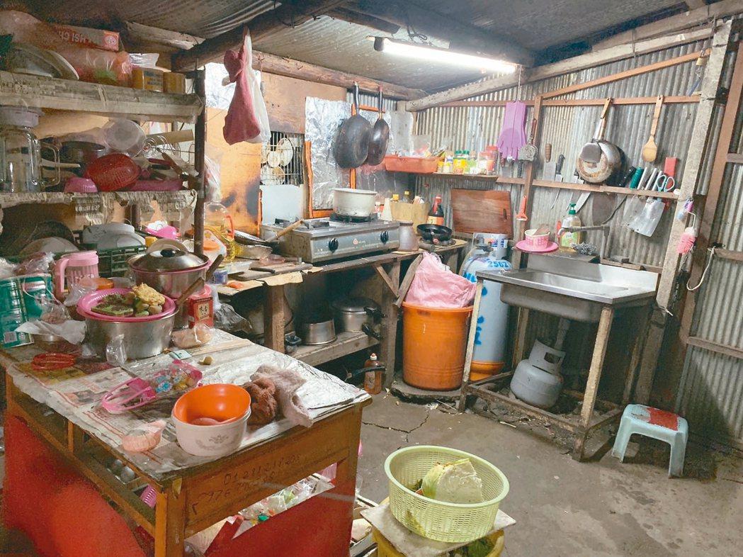 台灣山區已有外籍黑工自成聚落,失聯移工與孩子們在簡陋工寮裡生活。 圖/關愛之家提...