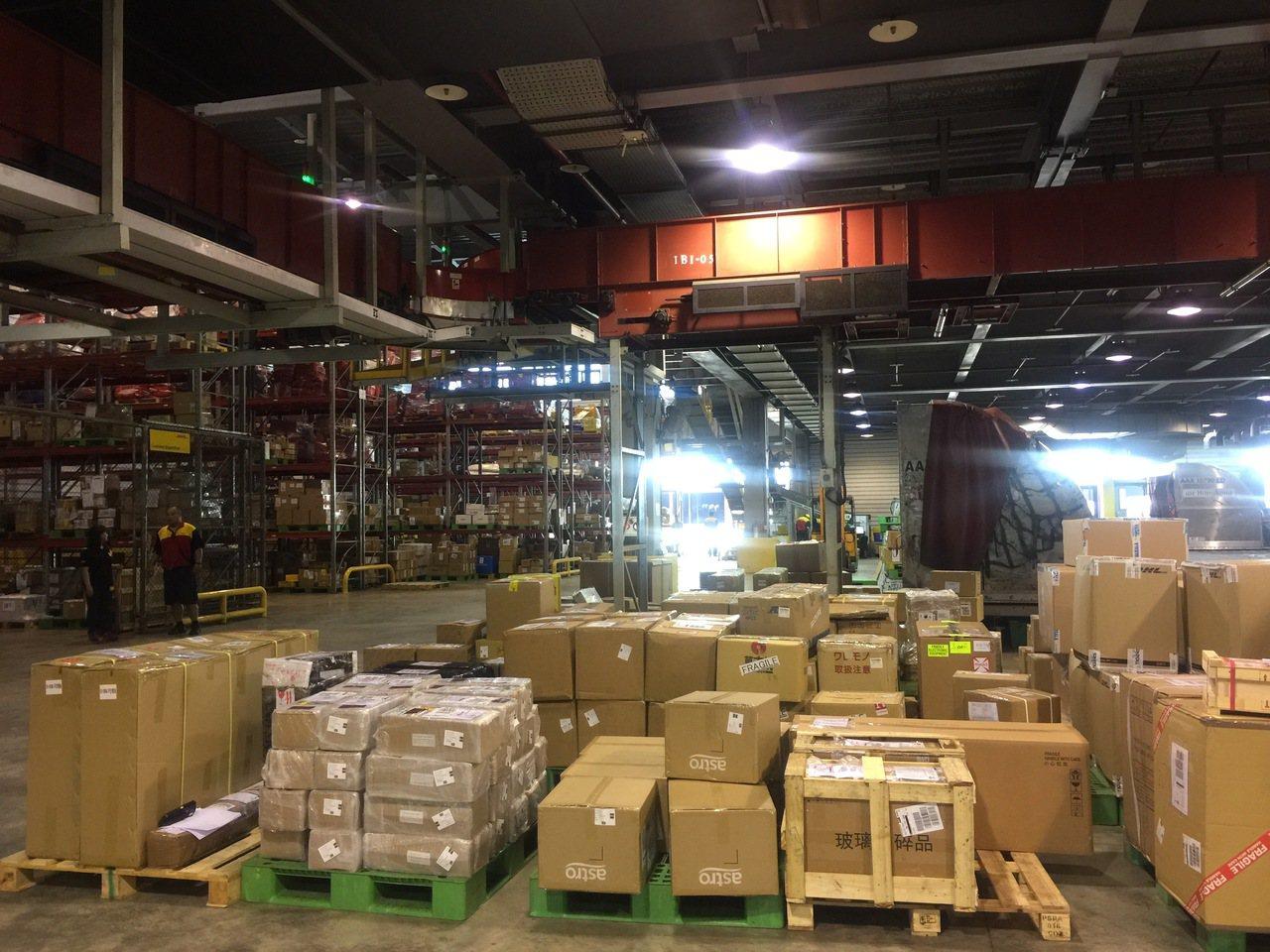 雙十一網購交易量驚人。圖為海關貨物進口倉庫。記者沈婉玉/攝影