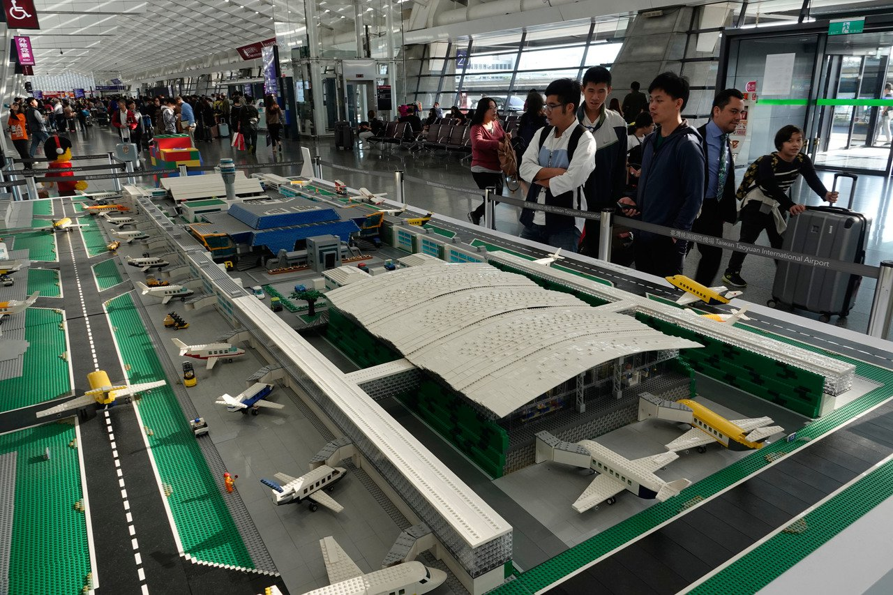 圖為目前正在桃機第一航廈展出的第三航廈樂高積木。記者鄭超文/攝影