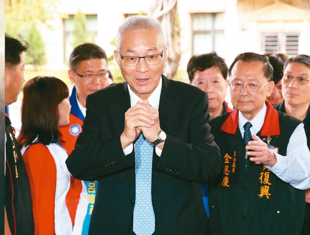 國民黨主席吳敦義(中)獲推薦列入黨內不分區立委名單。 圖/聯合報系資料照片