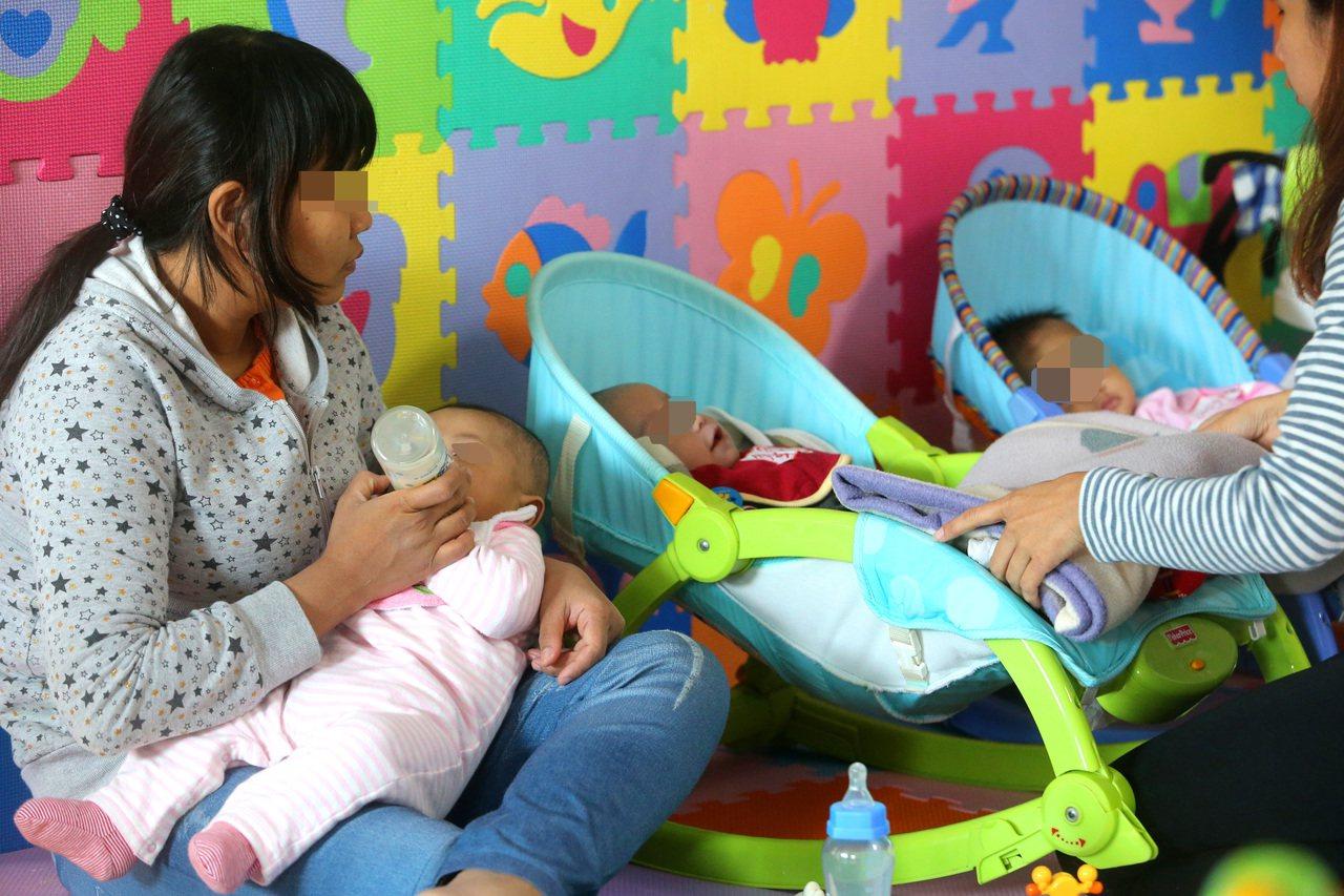 愈來愈多失聯移工在台生下孩子,專門提供移工寶寶協助的關愛之家感受特別深。 圖/聯...