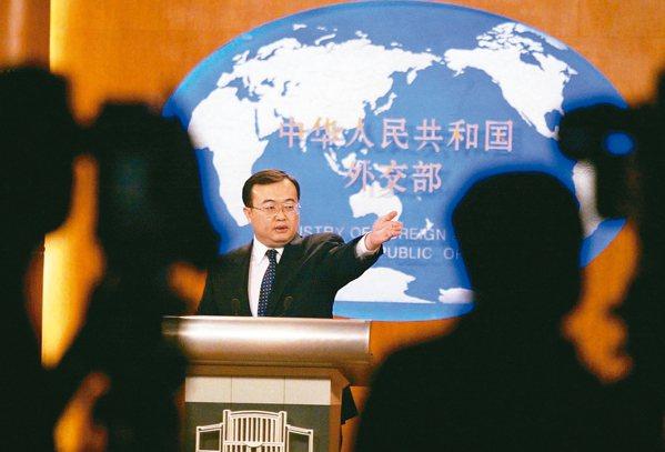2006年2月廢除國統會於美方重申一中原則後,中國外交部前發言人劉建超在記者...
