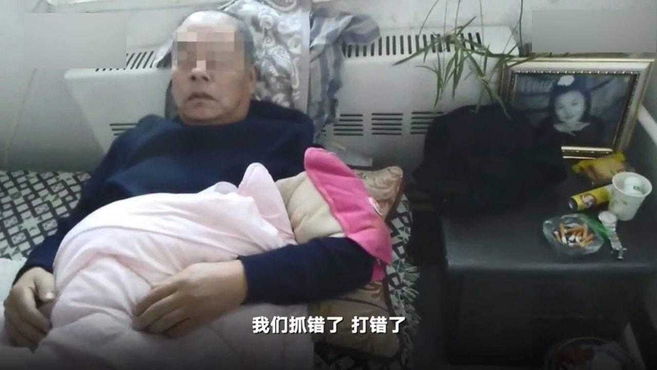 63歲張伯捱打後入院,之後向多個部門投訴卻被冷待。(微博影片截圖)