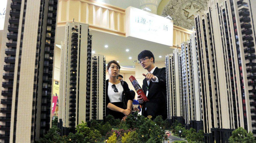 中國大陸房市今年表現疲軟,恐將威脅消費支出與經濟成長。路透