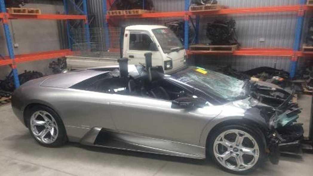 車頭撞毀的Lamborghini Murcielago。 摘自eBay