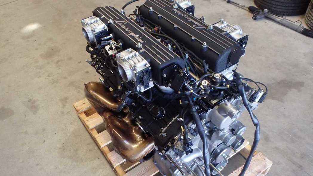Lamborghini 6.2升V12引擎自然進氣引擎。 摘自eBay