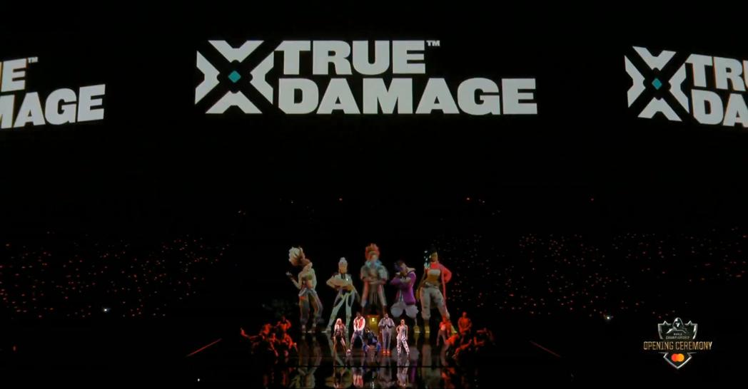 為「真傷樂團」獻聲的歌手們也來到總冠軍開幕典禮演唱新曲/圖片截自Youtube
