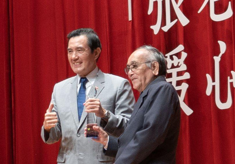 張老師基金會50週年最佳獎「勤奮楷模獎」得主葉雪雄,自民國66年來,堅持一週服務...