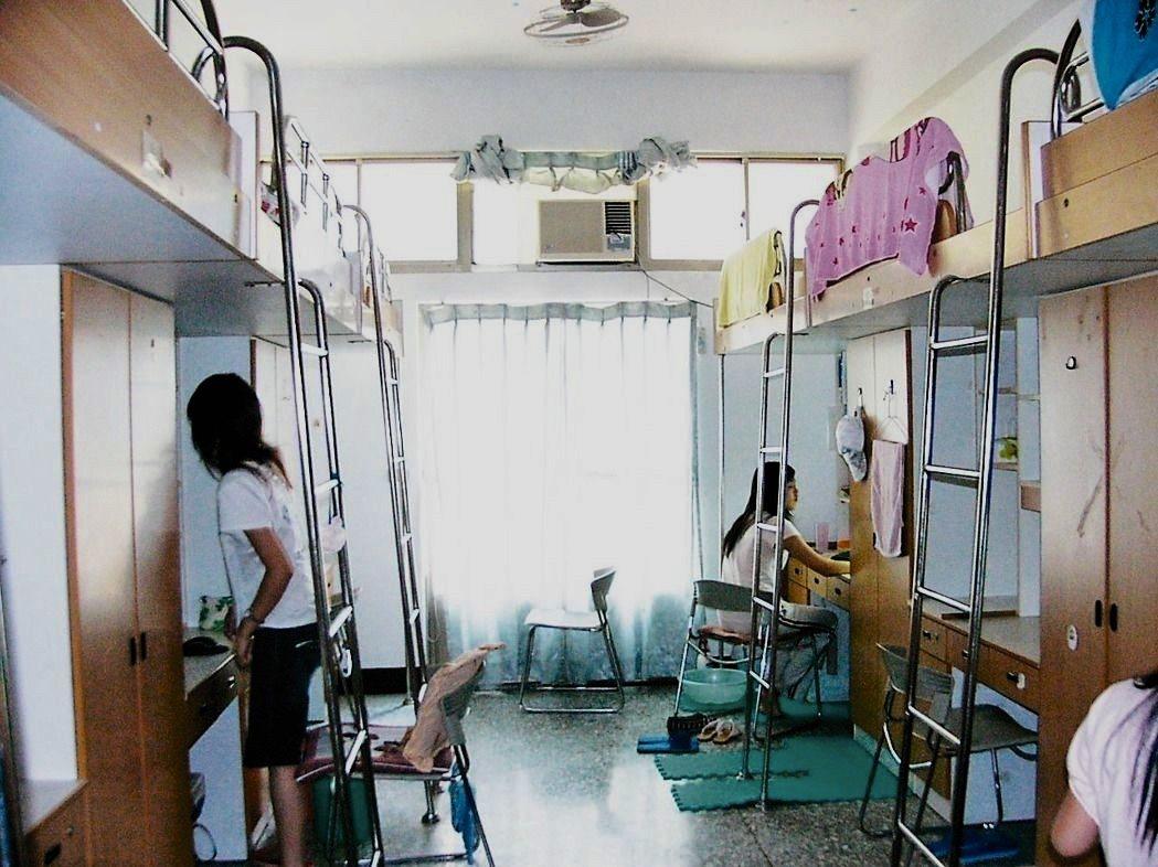大專校院學生宿舍總數不足,許多學生必須校外租房。圖為學生宿舍示意圖。本報資料照片