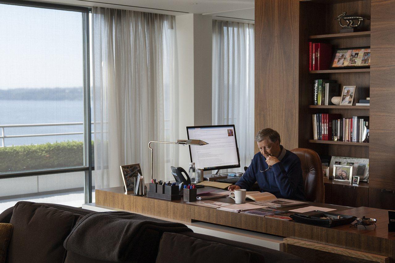 微軟創辦人蓋茲。圖為蓋茲現身Netflix紀錄片「蓋茲之道:疑難解法」的畫面。美...