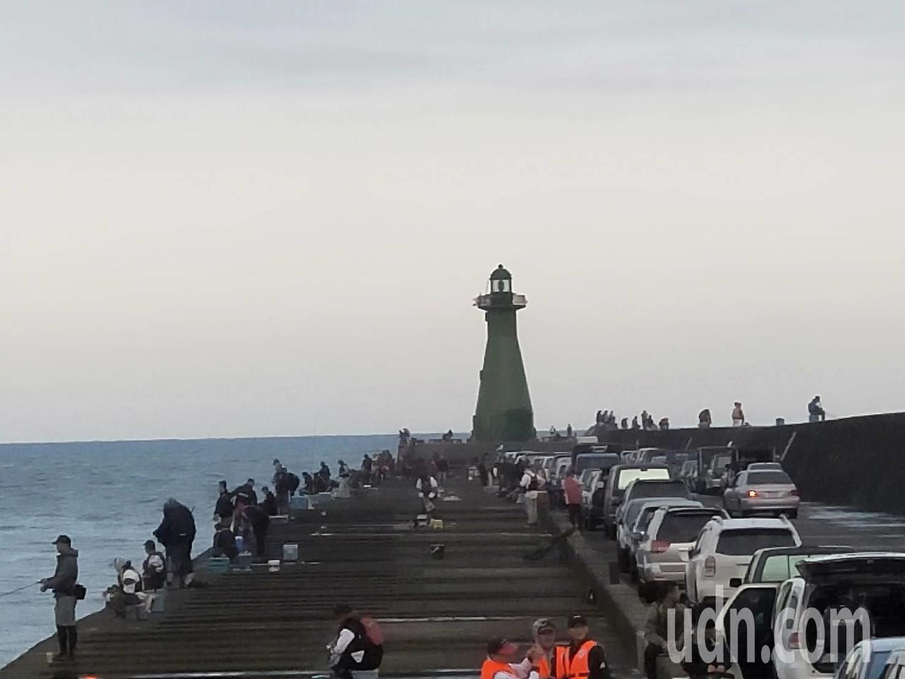 全國首次舉辦的友善垂釣活動,今天在台中港北堤舉辦。記者游振昇/攝影
