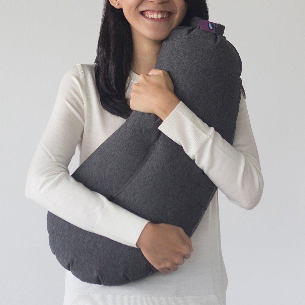 Allocacoc Aubergine 充氣旅行茄子枕。圖/有.設計uDesig...