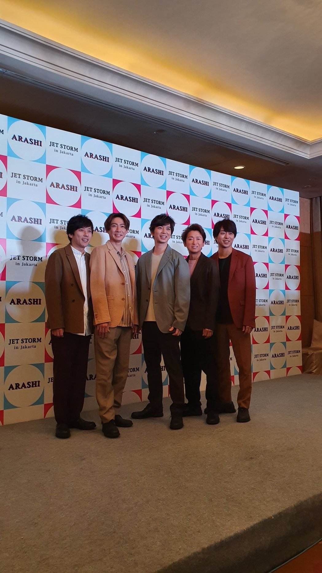 ARASHI首站抵達印尼。圖/摘自微博