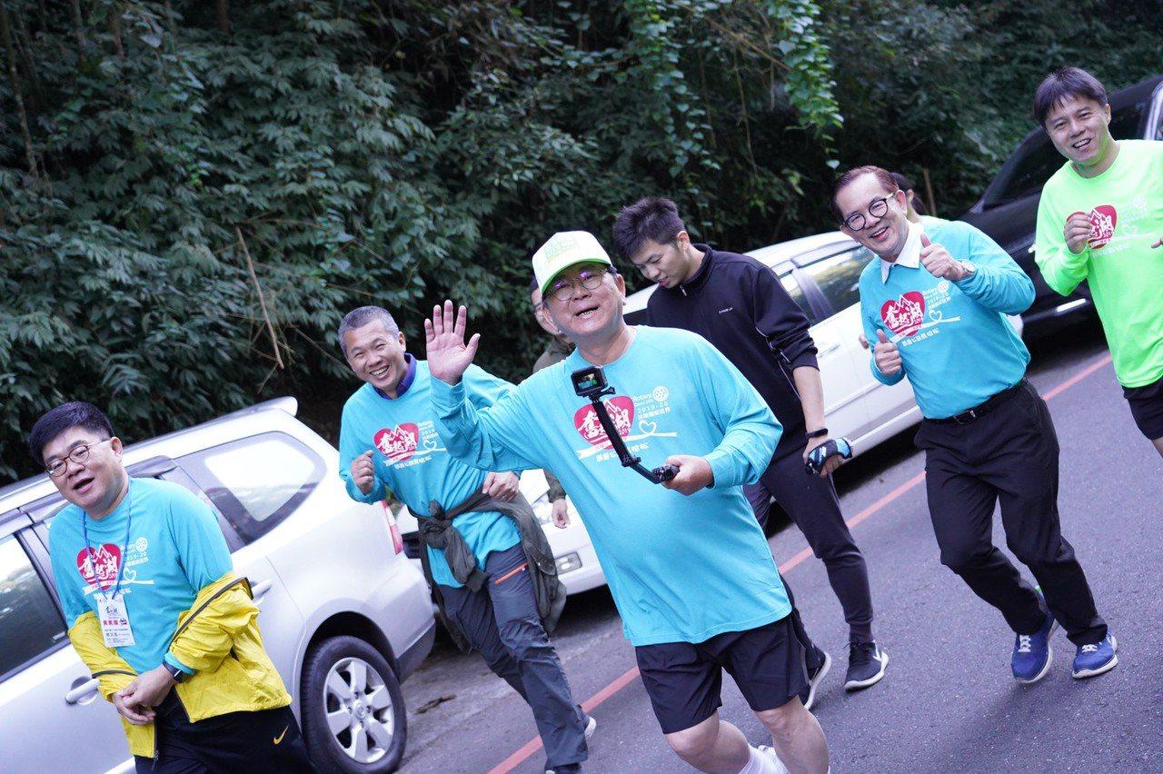 民進黨嘉義縣山區立委候選人陳明文今天上午也參與3公里親子組的馬拉松,他表示,路跑...