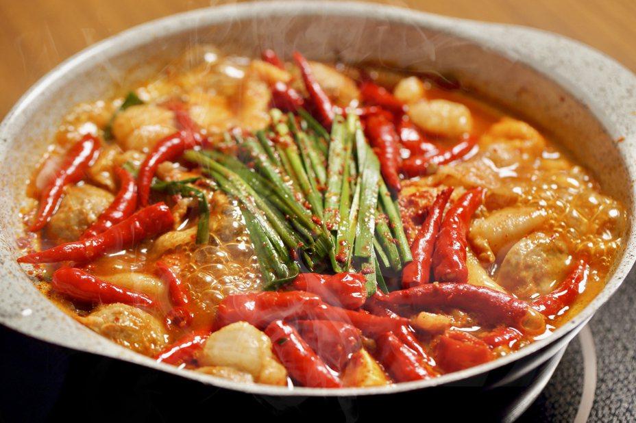 AKAKARA赤味增鍋。圖/赤からAKAKARA提供