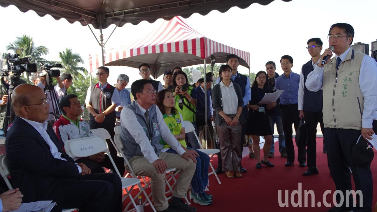 台南市長黃偉哲(右一)強調「南科三期」對台南未來發展的重要性。記者謝進盛/攝影