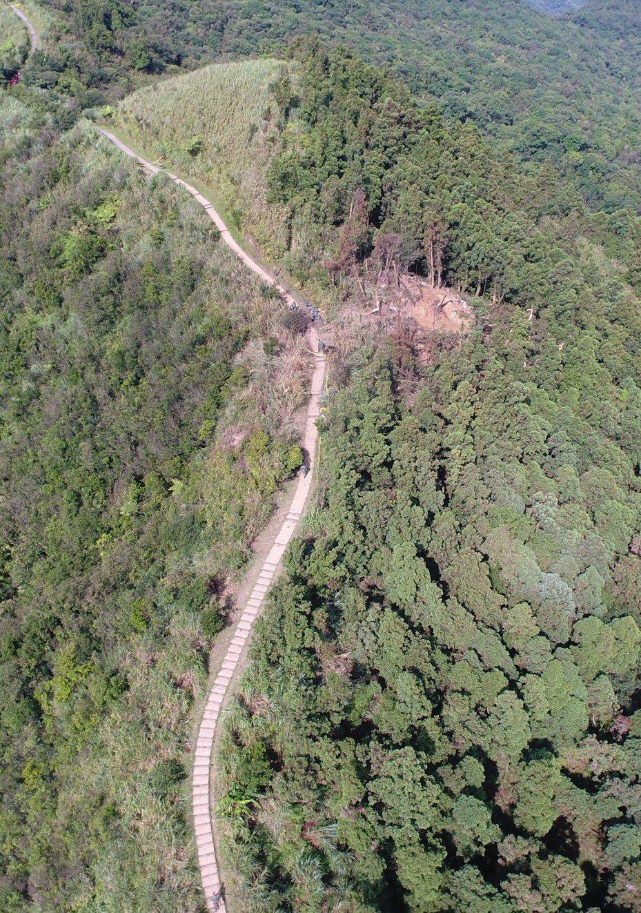 去年五分山發生F16墜機事件,基隆消防局派出無人機小組,執行空中熱源探索及機骸定位,提供現場指揮官搜救資訊。圖/基隆消防局提供