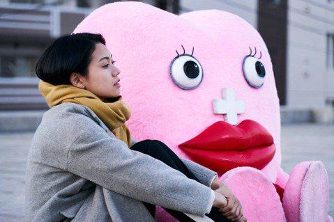 改編自網路點擊超越2000萬的日本超人氣漫畫,廣大女孩壓倒性支持的電影「每個月來訪一次的月經醬」,11月8日已於日本上映,9日舉辦上映舞台見面放映會,導演品田俊介及主要演員二階堂富美、伊藤沙莉、松風...