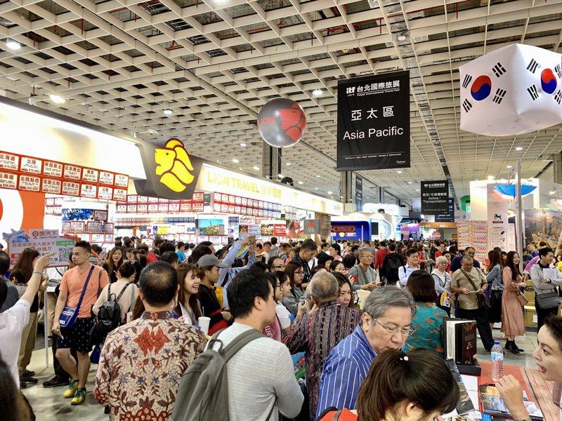 ITF台北國際旅展第三天人潮滿滿。記者張芳瑜/攝影