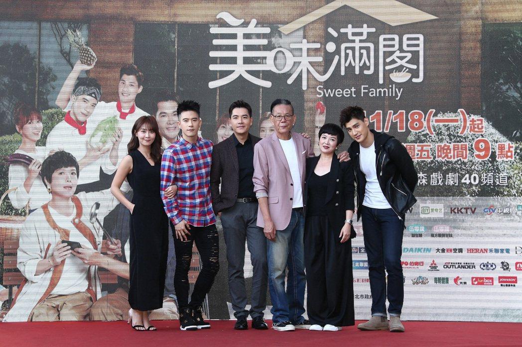羅宏正(右起)、苗可麗、龍劭華、王傳一、JR紀言愷、林昀希劇中是一家人。圖/東森...