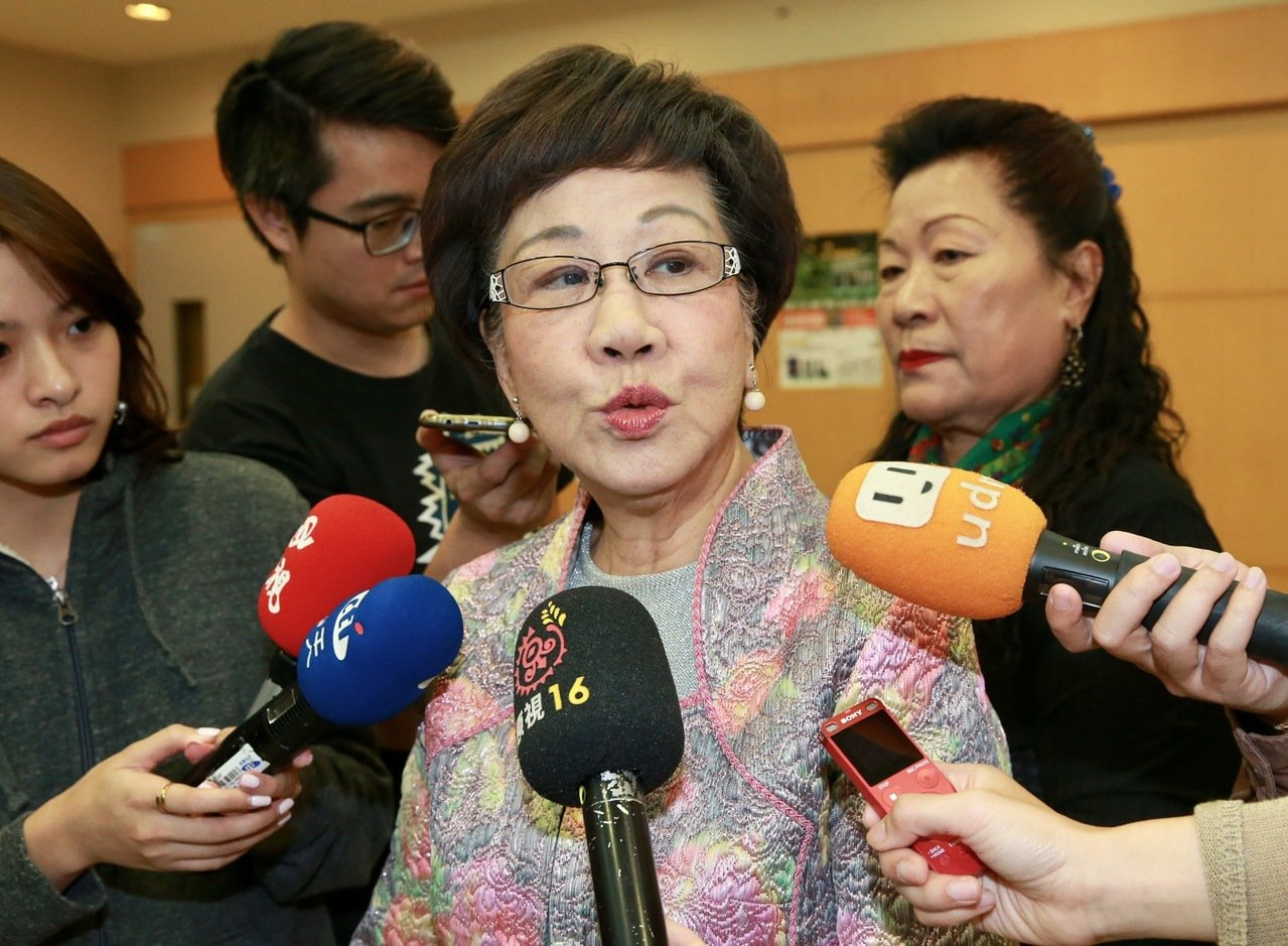 前副總統呂秀蓮舉辦「呂秀蓮與您有約座談」向支持連署的民眾表達謝意,並痛批現今選舉...