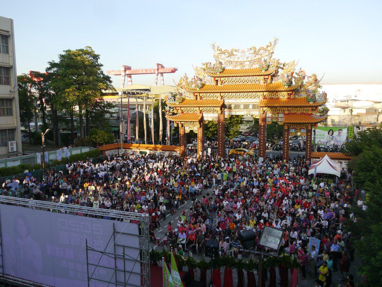 高市立委參選人賴瑞隆舉辦旗津中洲競選總部成立大會,場面熱鬧。記者徐白櫻/攝影