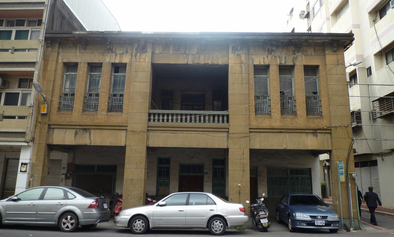 彰化市首任民選市長杜錫圭故居被建商強拆成廢墟,建於1930年的杜錫圭故居極具保存...