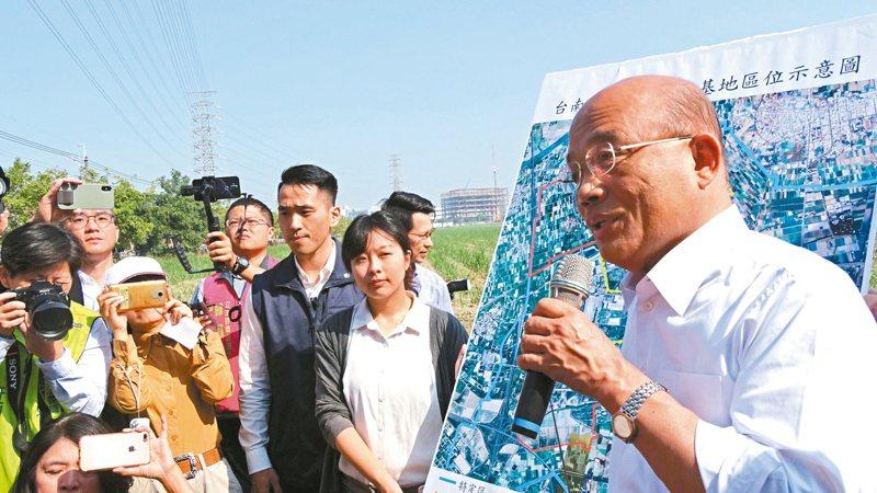 行政院長蘇貞昌(右)昨宣布「南科三期」擴建案會加速進行。 記者謝進盛/攝影