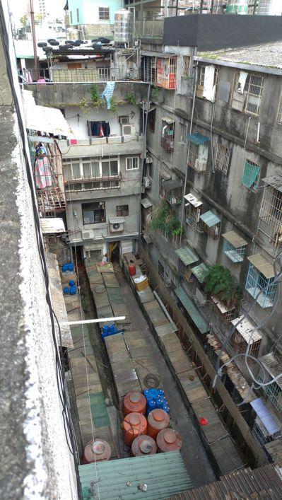 失聯移工通常租住環境較差的老舊公寓。記者林昭彰/攝影