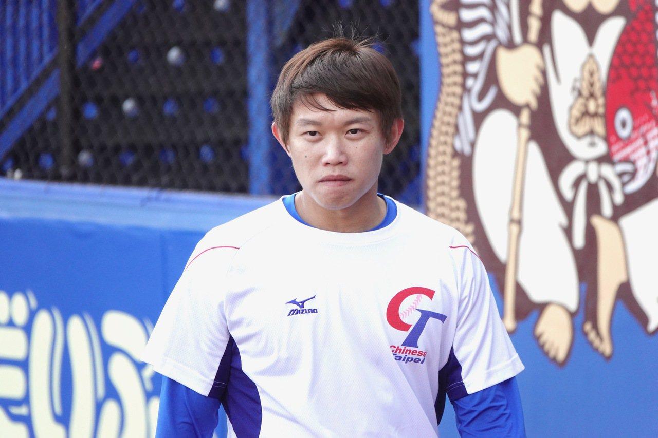 中華隊於日本千葉棒球場訓練備戰世界12強棒球賽複賽,投手陳冠宇。記者蘇志畬/攝影