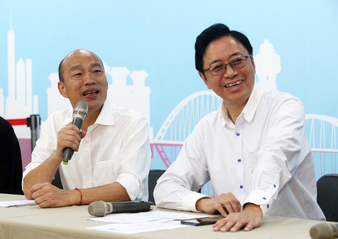 國民黨總統參選人韓國瑜(左)宣布張善政(右)擔任副手,角逐2020總統大選。 記...