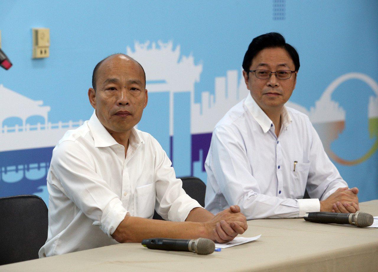 國民黨總統參選人韓國瑜(左)宣布將搭配張善政(右),角逐2020總統大選。 記者...